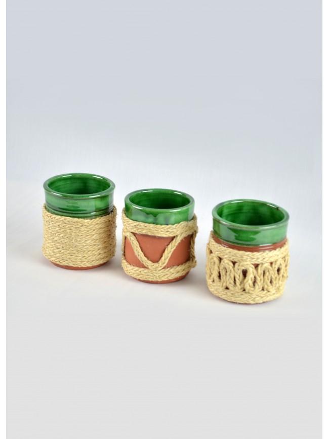 Vaso de cerámica forrado de pita.